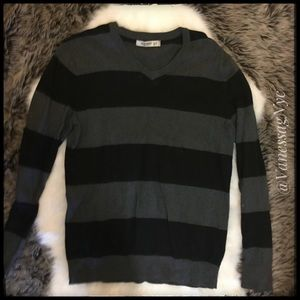 Old Navy Sweater Grey & Black Stripped Sz Small
